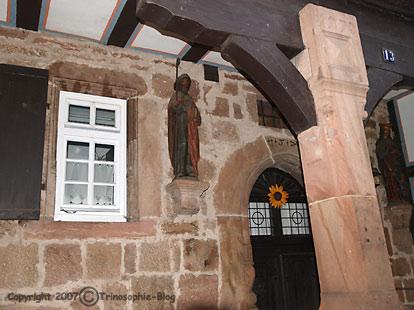 Ein erhaltenes Haus aus dem Jahre 1570 im Stadtteil Weidenhausen, dem ältesten Stadteil Marburgs, dessen Bau Heinz Knotek hätte persönlich erleben können – wäre er eine reale Person gewesen.Bild: Heinz Knotek