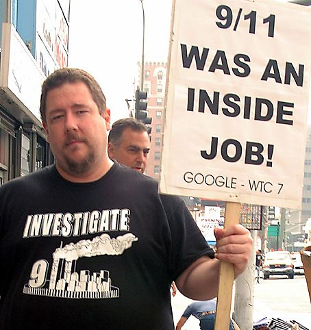 9/11 Truth Movement demonstrator, Los Angeles. Foto: Damon D'Amato, North Hollywood, Calfornia
