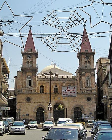 Die maronitische Kathedrale im syrischen Aleppo. Bis zu den militärischen Angriffen durch vom Ausland bezahlte Gruppen lebten in Syrien religiöse Gemeinschaften neben- und miteinander. Foto:  gemeinfrei