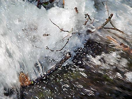 Wildwasser als Meditationsobjekt. Nichts primär Spirituelles, aber sehr harmonisierend. Bild: Heinz Knotek