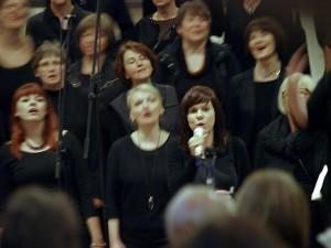 Singen ist kraftvolles Rezitieren. Spirituelle Gedanken lassen sich so konkret und spürbar  manifestieren. Bild: Heinz Knotek