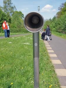 Harmlose Spaziergänger im Park? Man weiß nie! Bild: Heinz Knotek