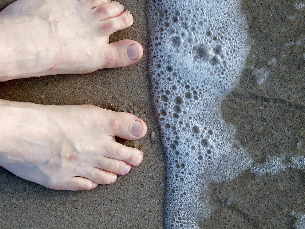 Setzt man in einem See Wellen in Gang kann man nasse Füße bekommen. Bild: Heinz Knotek